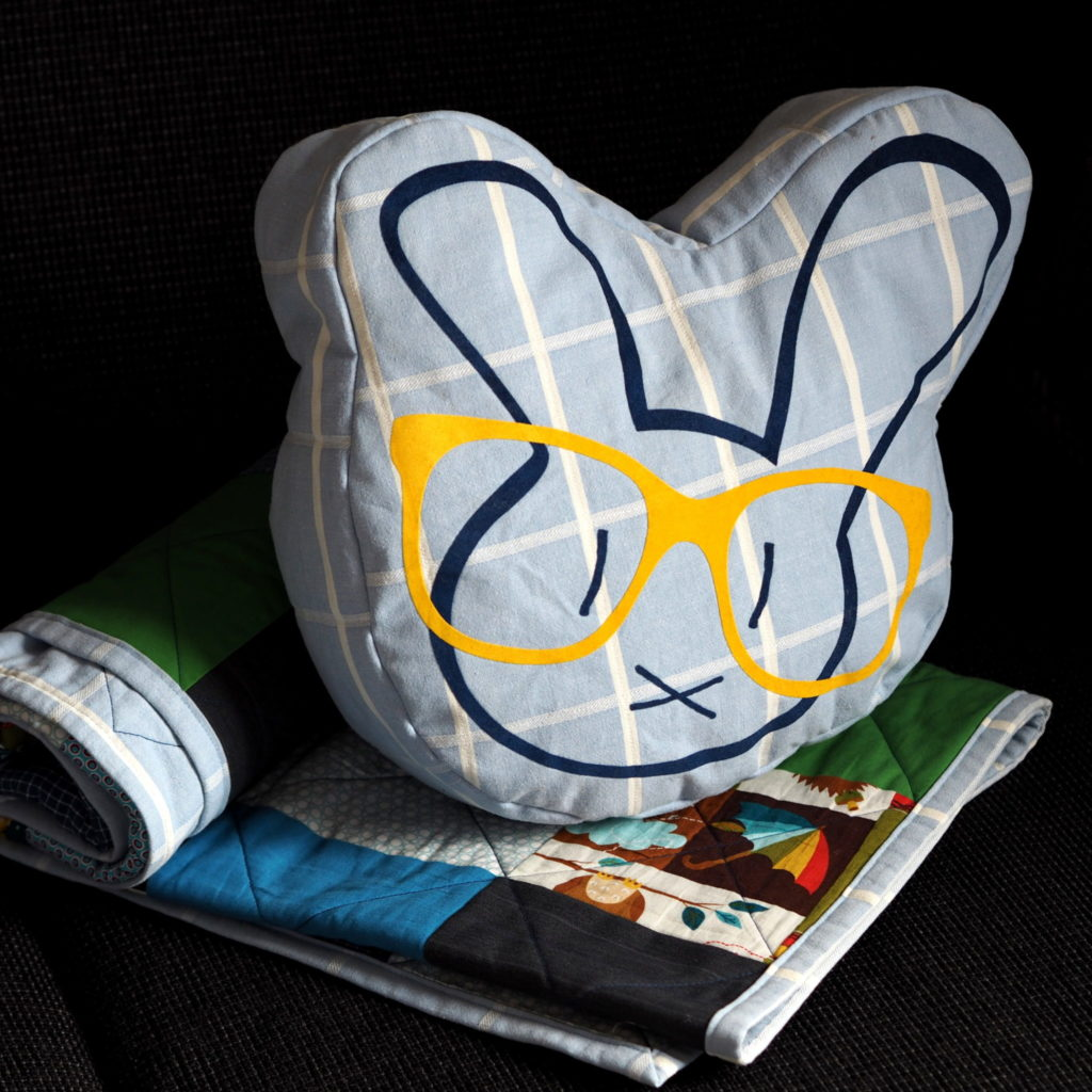 Plotterdatei Nerd Bunny DinDin Handmade Kissen 1